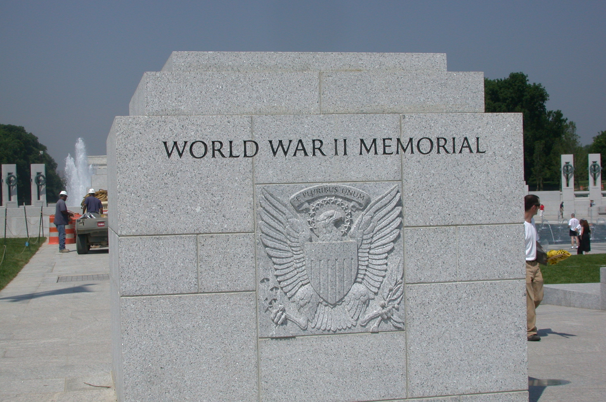 DSCN0048.jpg - ...WW II memorial...