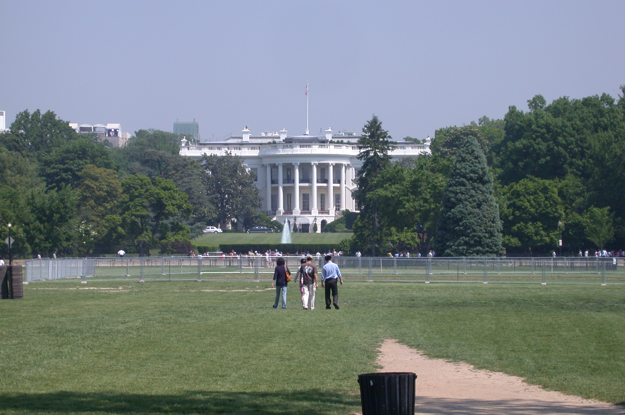 DSCN0051.jpg - The White House by day.