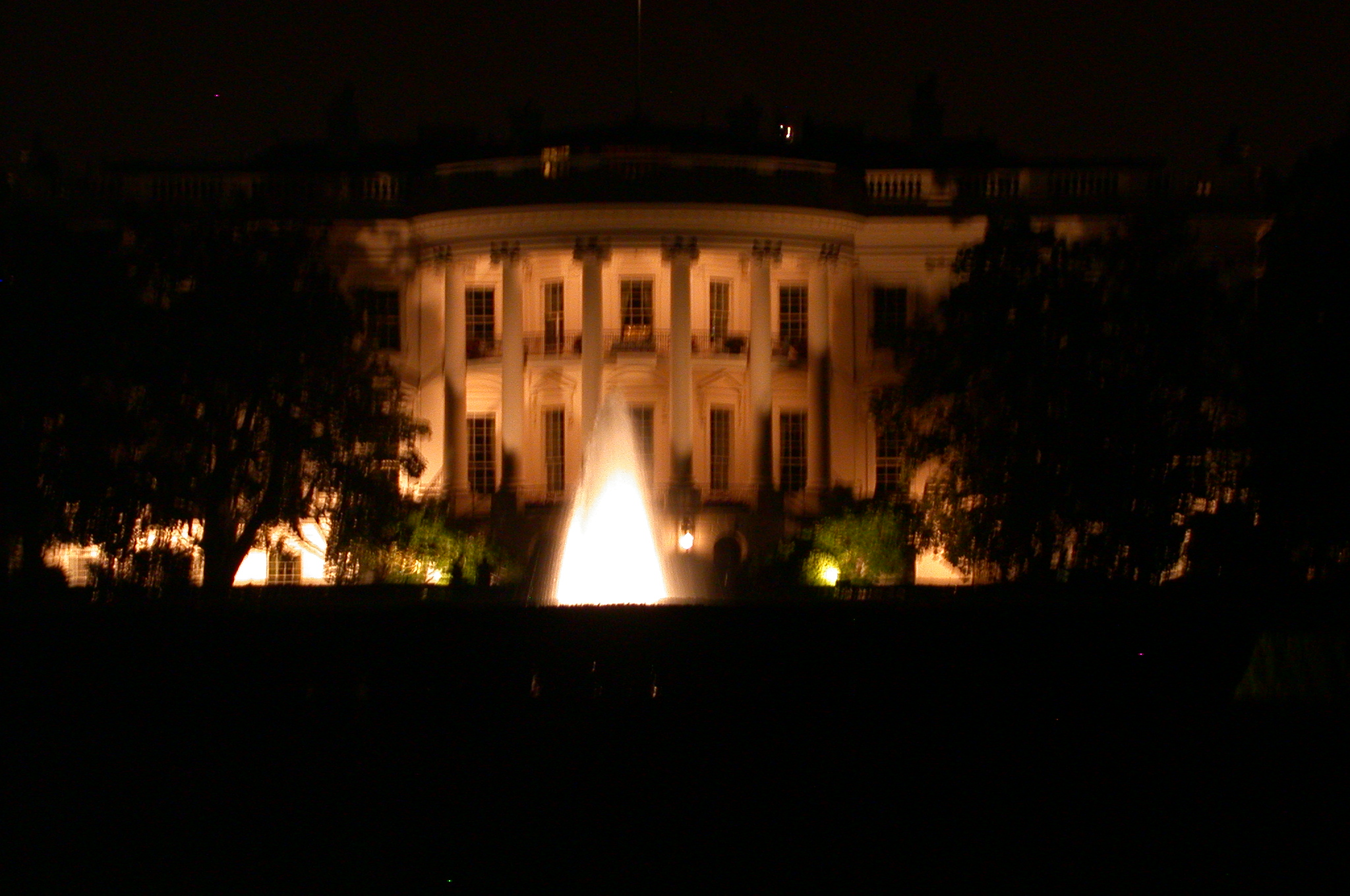 DSCN0218.jpg - The White House at night.
