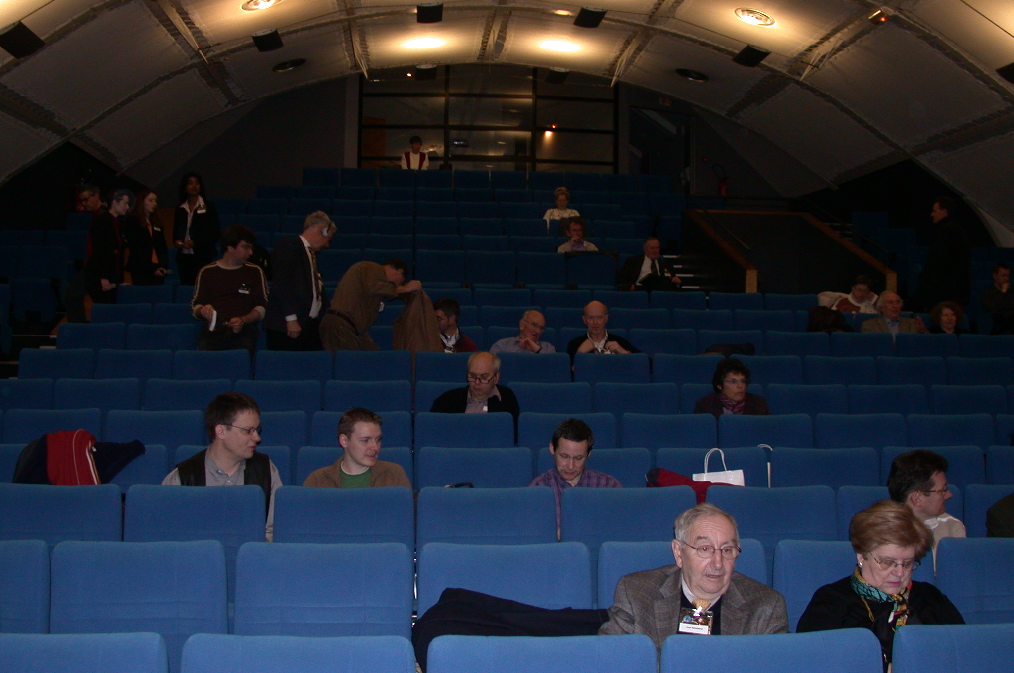 DSCN0013.jpg - The attendees fill...