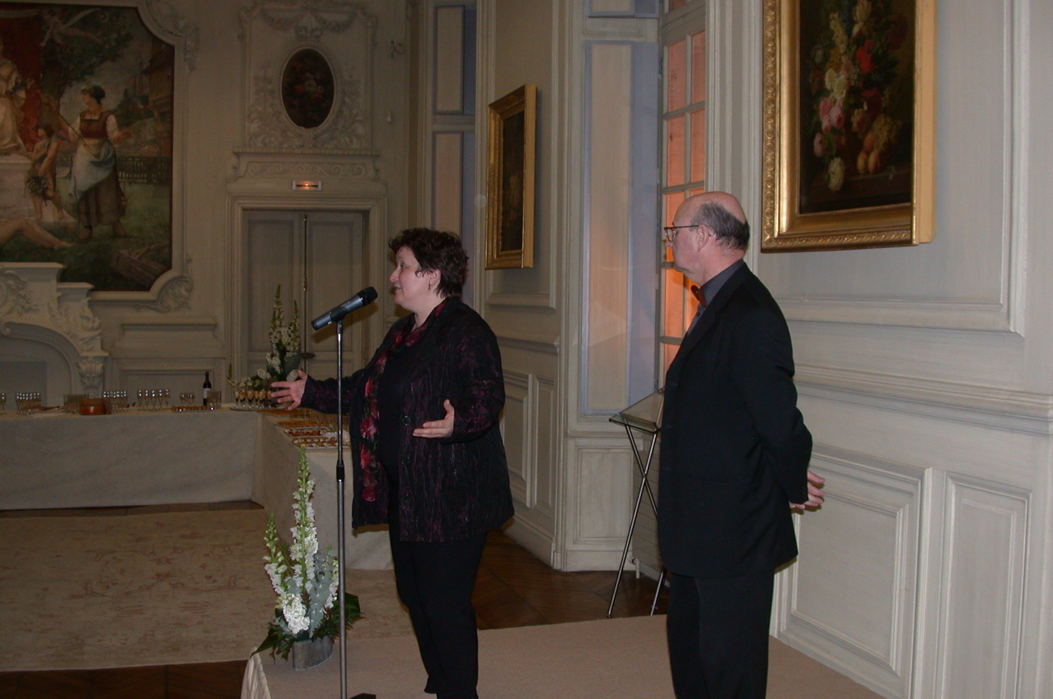 DSCN0126.jpg - The mayor of Amiens, Mme. Brigitte Foure speaks...