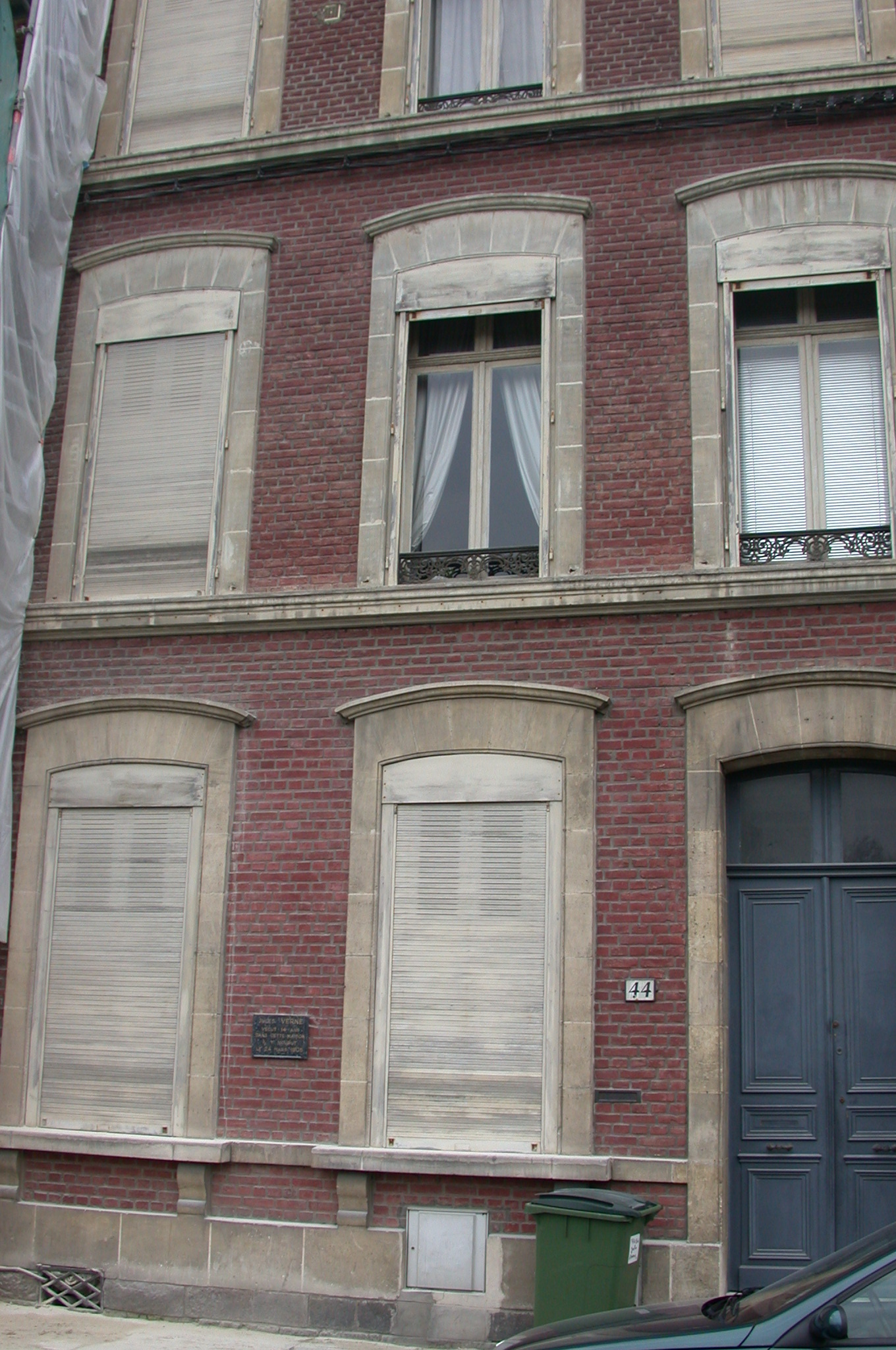 DSCN0141.jpg - We pass 44, Boulevard Jules Verne, the home where Jules passed away 100 years ago this very day.