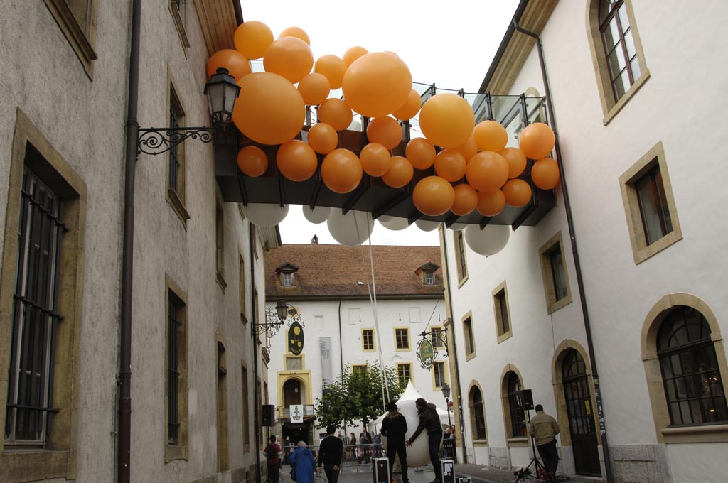jmm0060.jpg - One side of the bridge with orange balloons viewed from the street ( House of Elsewhere  on the left, JV Space on the right).